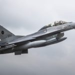 Koning maakt vlucht in F-16